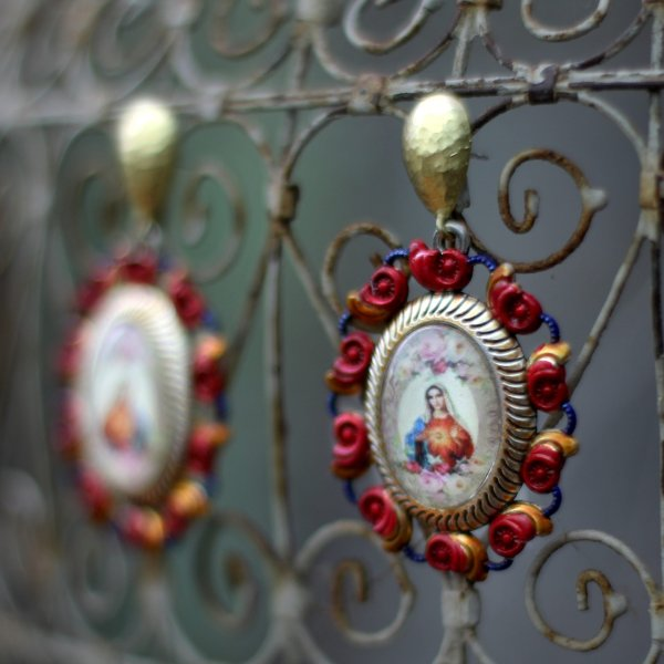 Virgin Mary earrings with roses