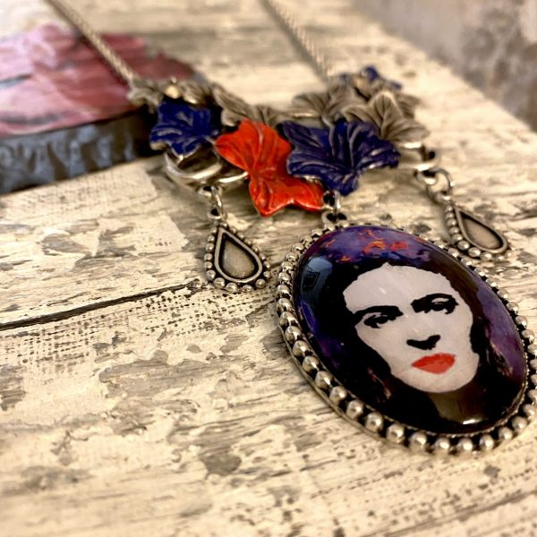 Frida Kahlo Necklace with leaves