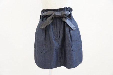 ドゥロワーのデニムスカートを買取りいたしました ウエストリボンがアクセント!ふんわりシルエットで大人可愛いく