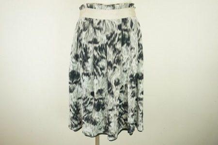 普段使いからパーティーまで幅広く使える。ドゥロワーのシルクスカートを買取しました
