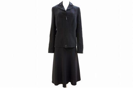 シーンを選ばず着用いただけるアクリスのスカートスーツを買取しました