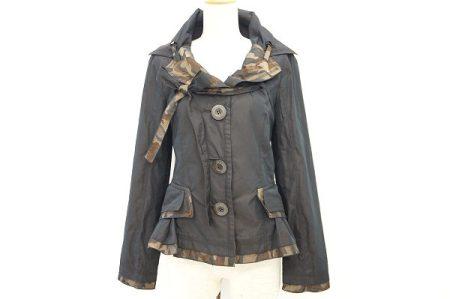 女性らしいシルエットにカモフラージュ柄が映えるエイココンドウのジャケットを買い取りました