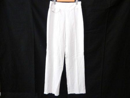 大人のラグジュアリー軽やかスタイルをつくる、アクリスのホワイトカラーパンツを買取いたしました