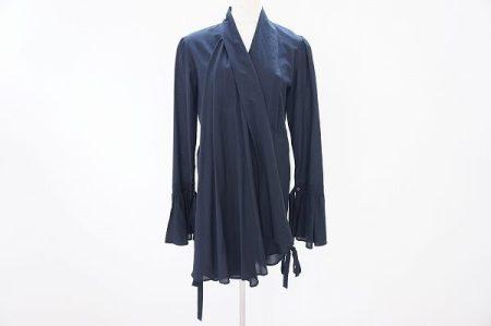 アシンメトリーなデザインがエレガントな雰囲気香るアレキサンダー・マックイーンのシャツブラウスを買取いたしました