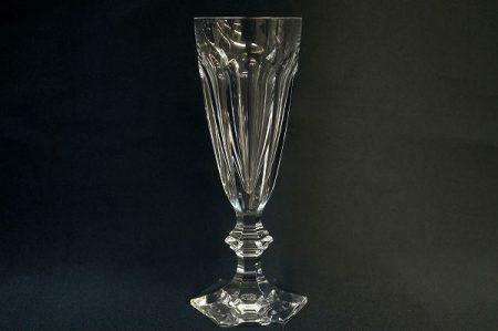 縦長のフォルムが高貴な印象を与えるバカラのグラスを買取いたしました