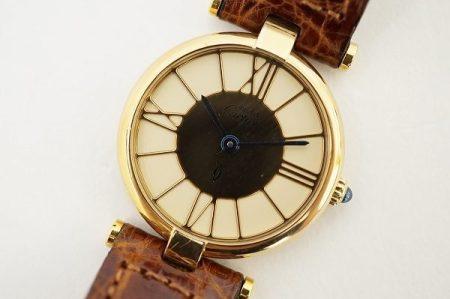 エレガントクラシックで美しい存在感を発揮するカルティエの腕時計を店頭預かり買取いたしました