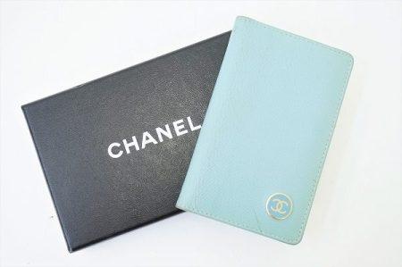 パステルブルーが可愛いシャネルのカードケースを買い取りさせていただきました