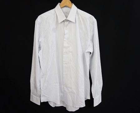 シンプルなストライプ柄が爽やかでスタイリッシュな印象のサルヴァトーレ・フェラガモ Ferragamoの新品同様のメンズ用の長袖ワイシャツを買取させて頂きました。
