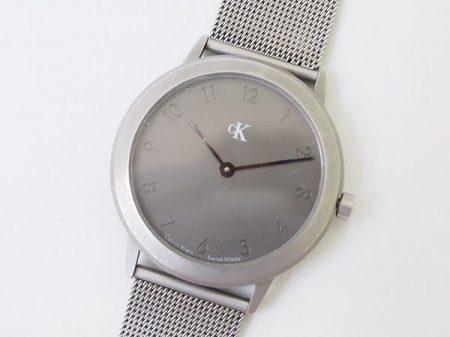 カルバン・クラインのシルバー腕時計を買取させて頂きました。