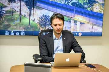 El alcalde de Medellín Daniel Quintero invitó a las ciudades de la red C40 a invertir más en educación, ciencia y tecnología