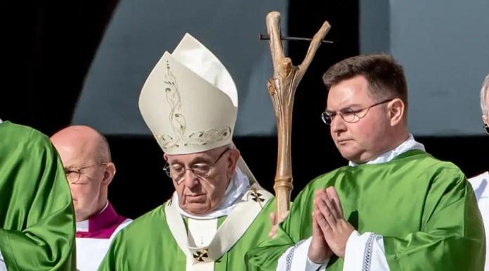 El báculo que usó el Papa Francisco en la Misa de apertura del Sínodo / Foto: Daniel Ibáñez (ACI Prensa)