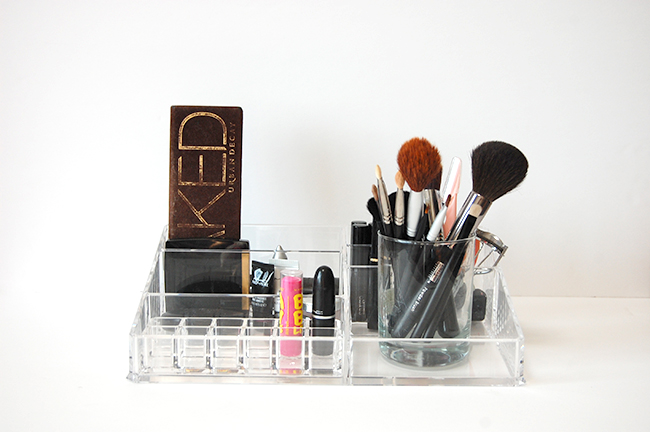 Minimizing your makeup collection - when to throw old makeup away