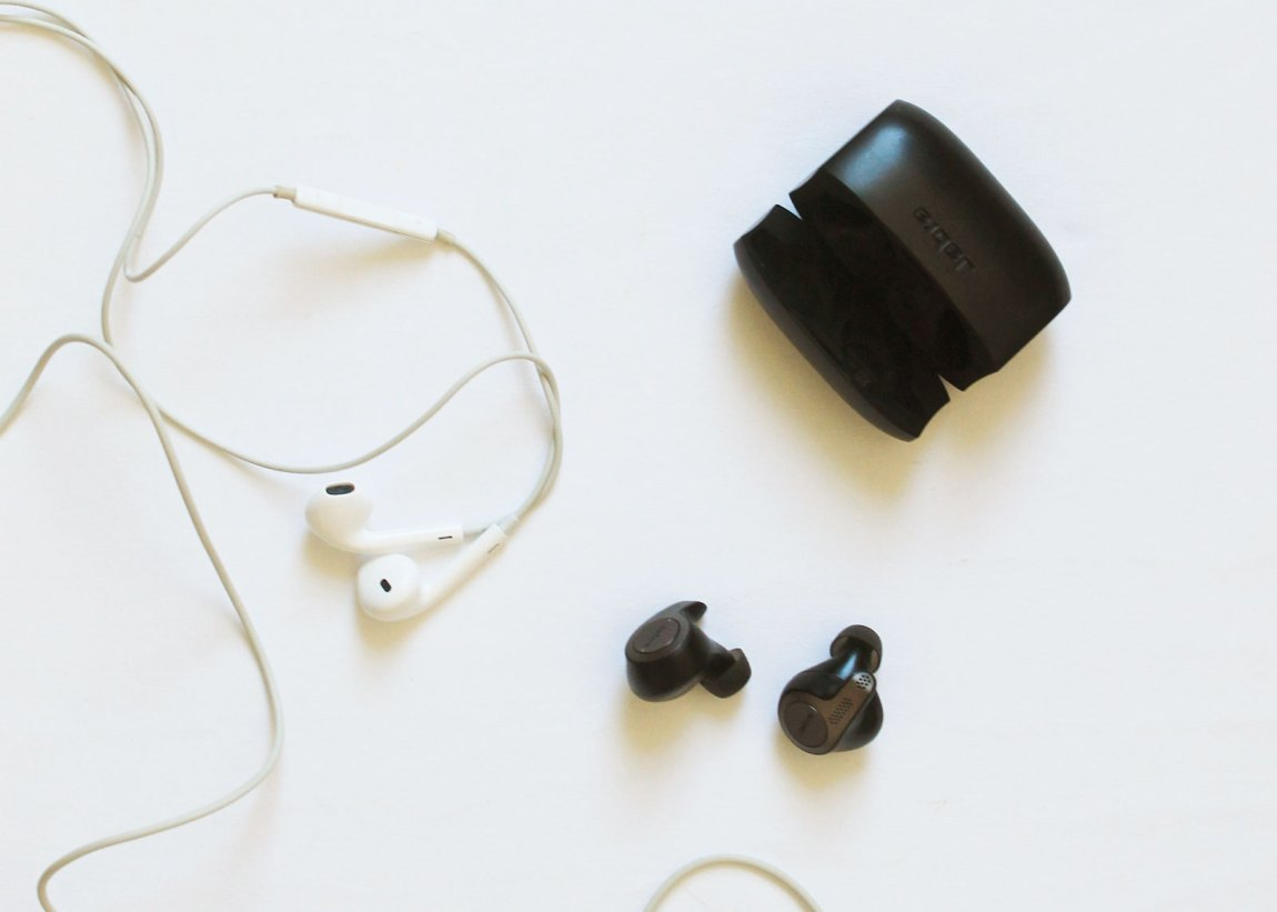 How to Clean Earbuds and Headphones