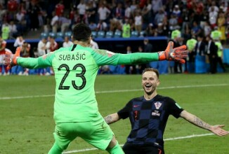 Russia 2018: Rakitic shoots Croatia into last four