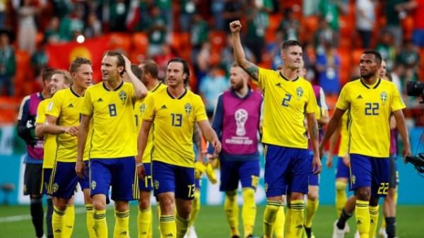 Forsberg shoots Sweden past 10-man Switzerland
