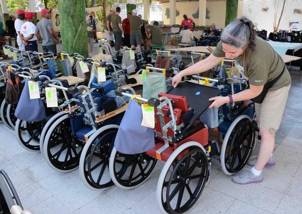 Equipos para la movilidad de discapacitados físico-motores, donados por una iglesia norteamericana, en Camagüey, el 3 de abril de 2017. ACN FOTO/ Rodolfo BLANCO CUÉ