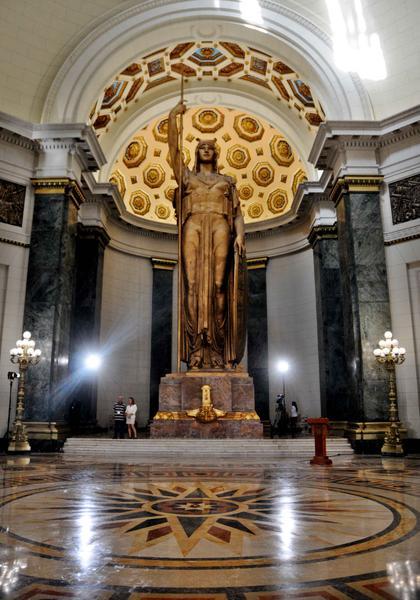 Estatua de la República, ubicada en el Capitolio Nacional, considerada la tercera en tamaño, entre las esculturas emplazadas bajo techo, en todo el mundo, en La Habana, Cuba, el 24 de febrero de 2018. ACN FOTO/Omara GARCÍA MEDEROS