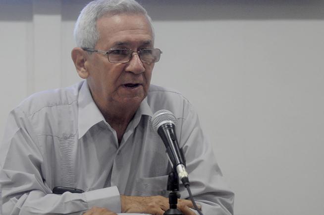 El Dr. Adalberto Ronda Varona, director del Centro de Investigaciones de Política Internacional (CIPI), interviene durante la sesión de clausura de la IV Conferencia de Estudios Estratégicos, realizada en la sede de la entidad, en La Habana, Cuba, el 26 de octubre de 2018.