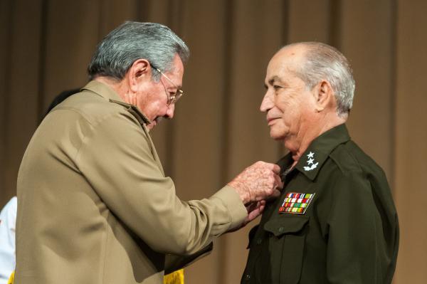 https://i2.wp.com/www.acn.cu/images/articulos/Cuba/raul-acto-angola.jpg