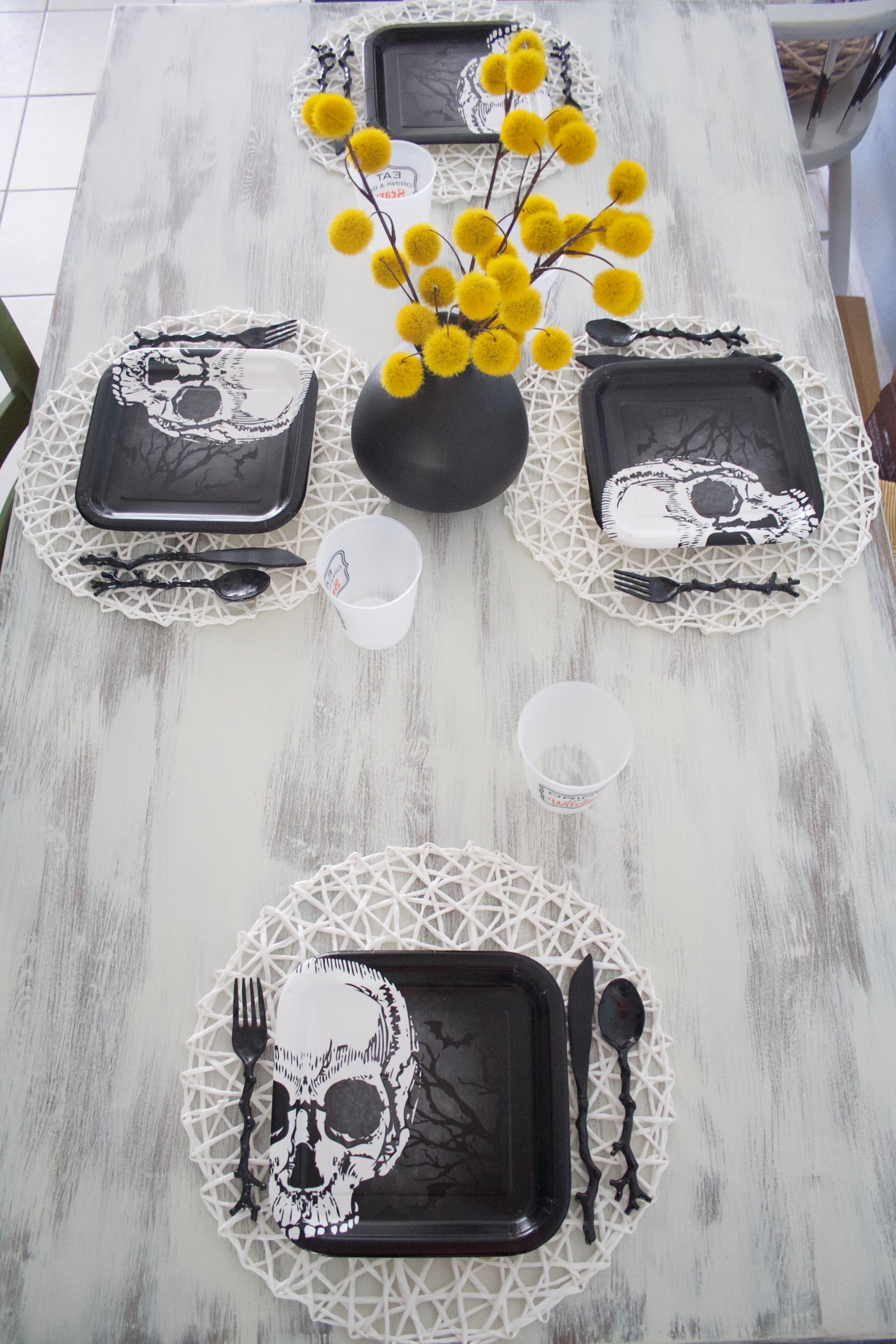Inexpensive Halloween Tablescape