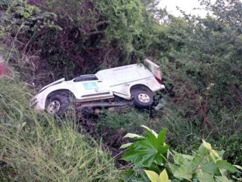 Acidente envolvendo ambulância mata pai e filho na Estrada do Feijão