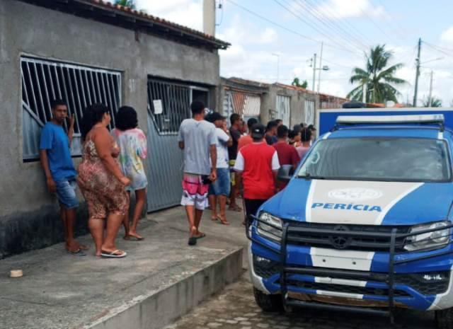 Homem é morto a tiros na porta de casa no bairro Campo Limpo
