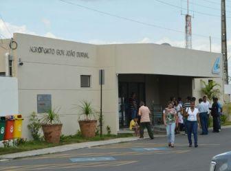 Usuários do aeroporto de Feira de Santana reclamam da falta de estrutura