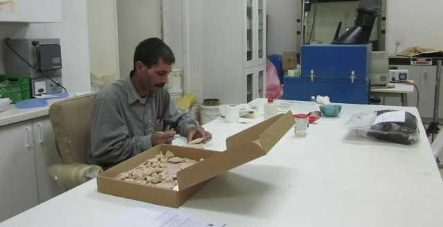 Naif Zaban in the ACOR Conservation Lab treating wall plaster fragments found in the Ayn Gharandal fort by the University of Tennessee team under Robert and Erin Darby. Photo by Barbara A. Porter.