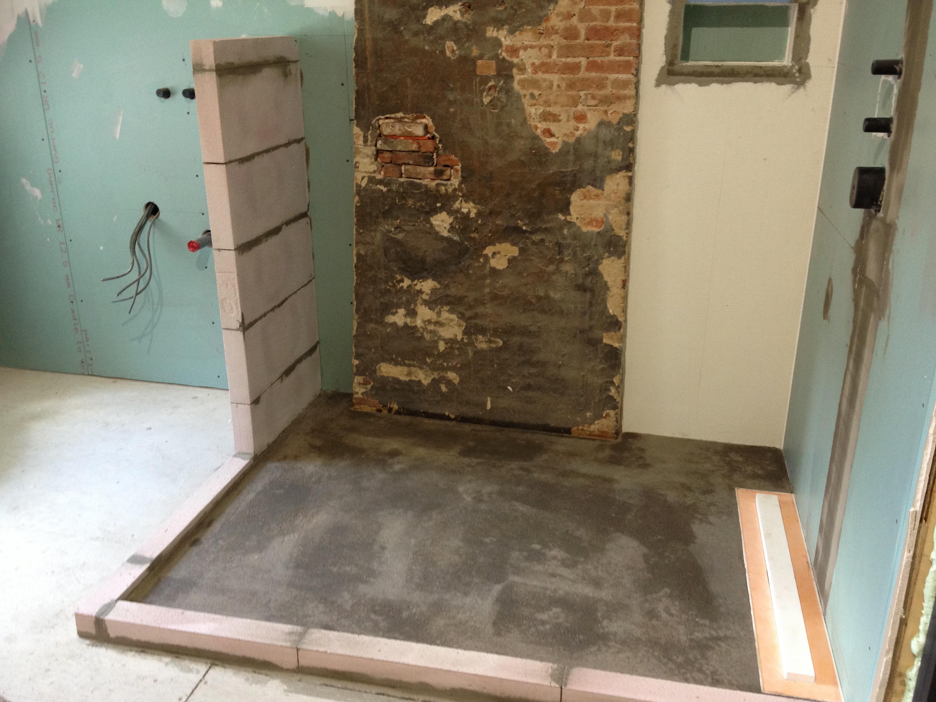 Opmetsen scheidingsmuur en waterkering douche