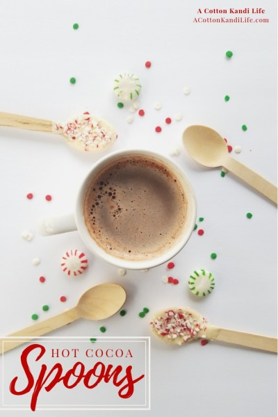 How to make Hot Cocoa Spoons. Easy Christmas DIY Gifts. Handmade Christmas Gifts for kids to make. Kids DIY Christmas Gifts. Class Party Gift ideas. Valentine's Day Class Party. Class Valentine's Gifts
