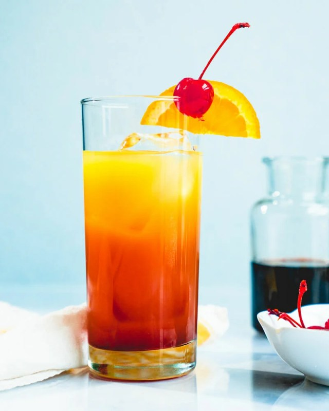 Tequila Sunrise (Easy Cocktail!) – A Couple Cooks