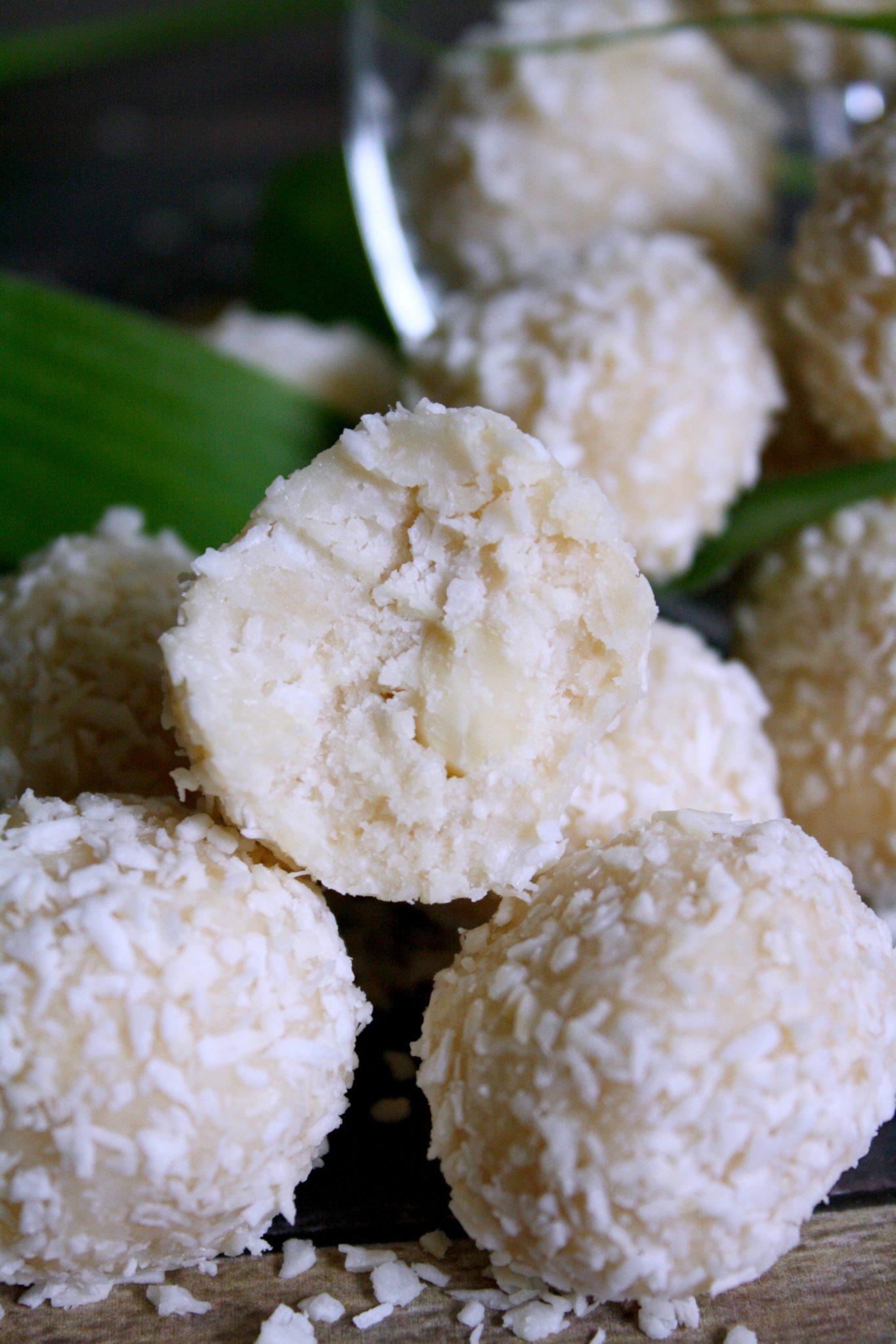 Docinhos de coco saudáveis com recheio de amêndoa! (vegano, sem açúcar e sem lactose)