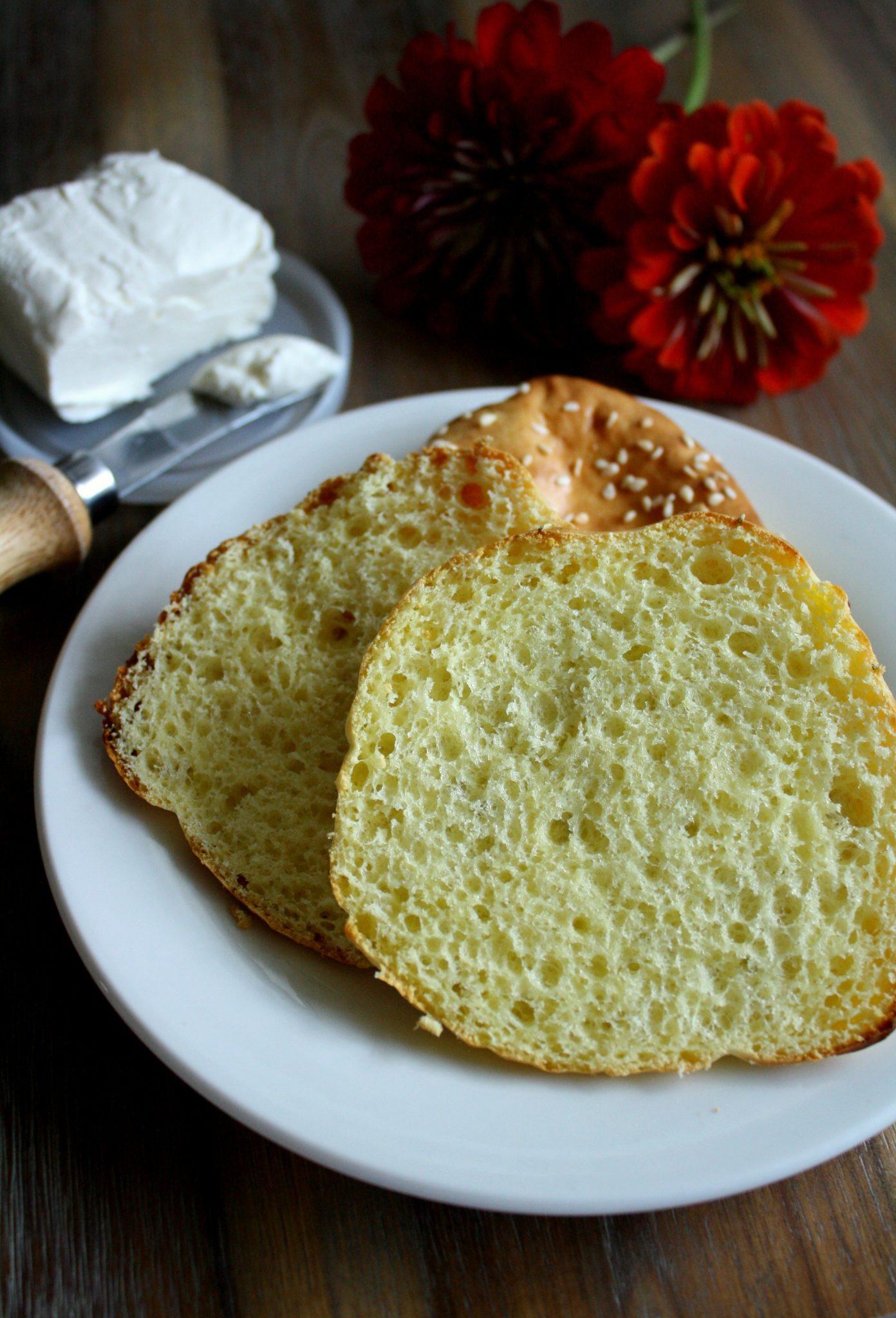 O melhor e mais fácil pão low carb que você já experimentou! Com somente 3 ingredientes é fácil eliminar carboidratos da sua alimentação!
