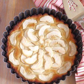 Receita super fácil e deliciosa de uma torta francesa clássica com pera e amêndoa. Sem lactose, sem glúten e sem açúcar refinado.