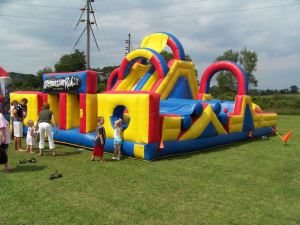 kids and inflatable course