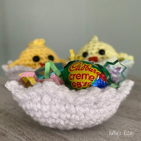 Have a handmade Easter and fill your baskets with these adorable Easter crochet patterns!