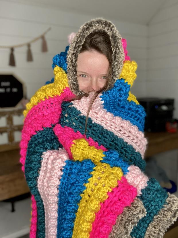 Follow this free crochet pattern to learn how to make this chunky crochet bobble blanket and add crazy texture to any room!