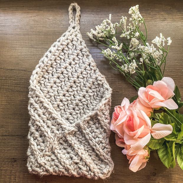 Learn how to make a functional and stylish crochet hanging basket that's perfect for organizing your home in 2021! Free Crochet Pattern.