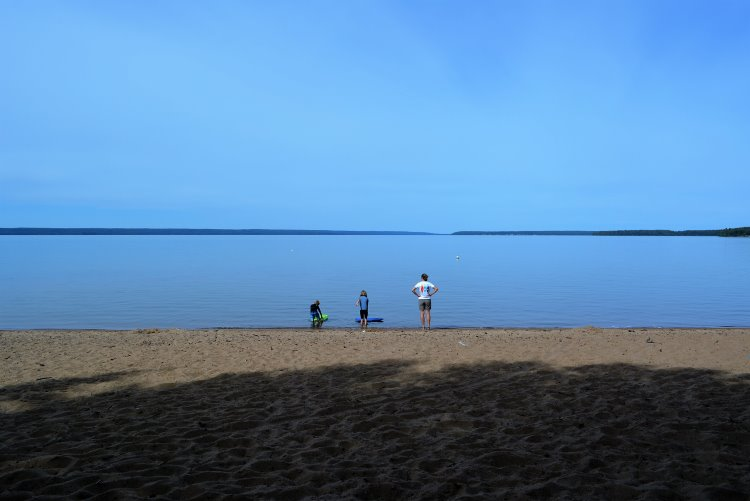 beaver-glen-beach-looking-at-waskesiu-lake