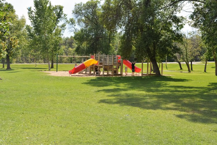day-use-area-playground-at-pike-lake-pp