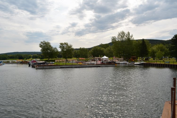 marina-on-elkwater-lake