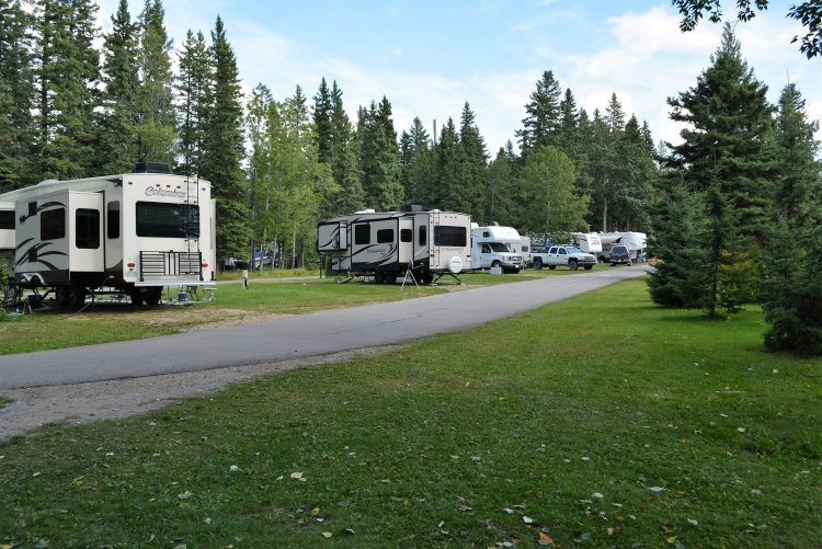 red-deer-campground-sites-at-waskesiu-lake