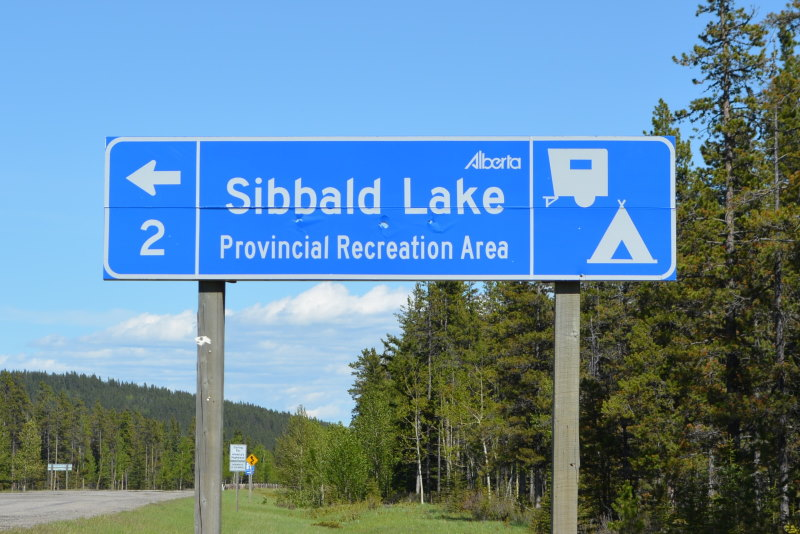 Blue Traffic Sign indicating distance to Sibbald Lake