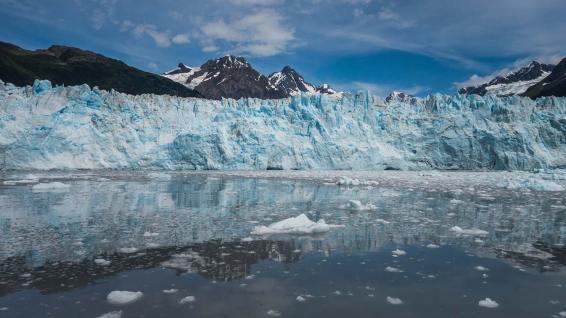 Der Meares Glacier in Alaska.