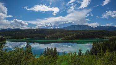 Gletschersedimente verleihen dem See diese kitschige Farbe.