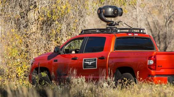 Wildlife-Fotografie der anderen Art: Riesige Kameras auf Autos!