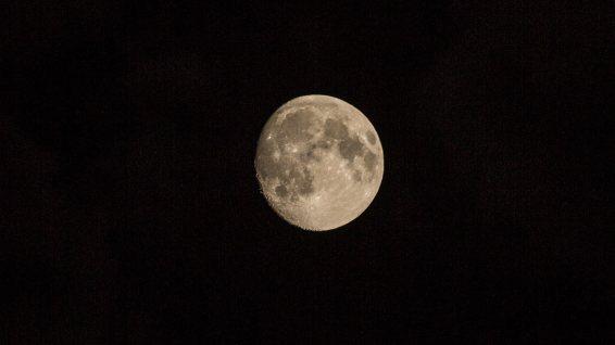 Vor der Mondfinsternis.