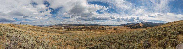 Weite, unberührte Steppen – der Yellowstone in seiner ursprünglichen Schönheit.
