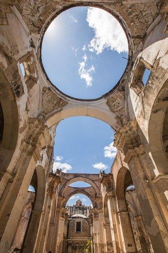 Diese Kirche wurde durch eines der zahlreichen Erdbeben zerstört.