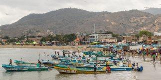 Buntes Treiben in Puerto Lopez.